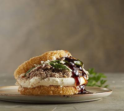 Crunchy tuna burger